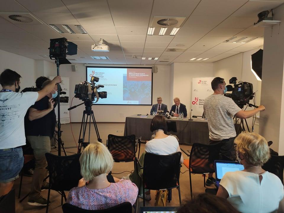 """Ważne wnioski z raportu """"Wpływ pandemii COVID-19 na system opieki onkologicznej"""""""